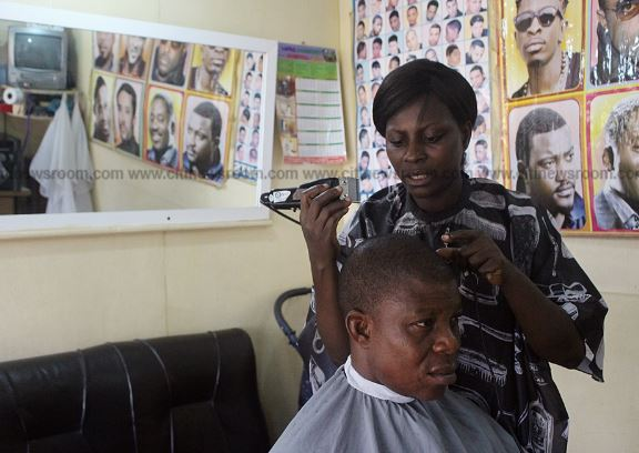 Ghanaian woman making a living from barbering in Accra | Airnewsonline