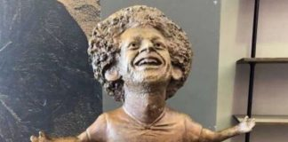 Mohamed Salah statue leaves fans scratching their heads