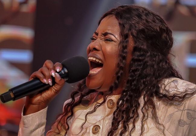 Ohemaa Mercy falls on stage during 2018 Tehillah Experience