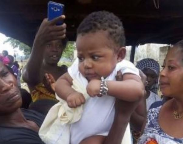 See photos of cute baby abandoned in the bush