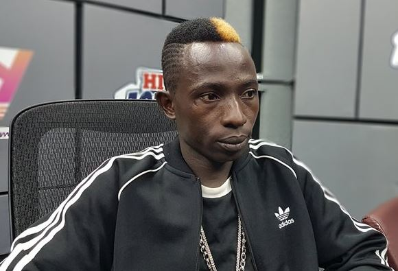 pick up Pounds on stage because they were mine Patapaa | Airnewsonline